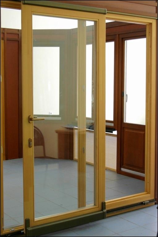 Деревянные евро окна , распашные и парадные двери , витражи .